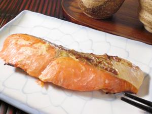炊き立てご飯との相性抜群紅鮭粕漬け